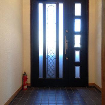 玄関部分。シューズボックスはありません。