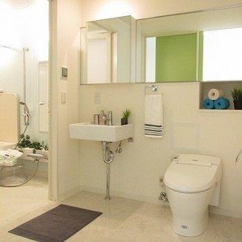 脱衣所スペースも十分あります。※写真は別部屋です