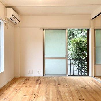窓から透ける緑に癒されながら暮らす。