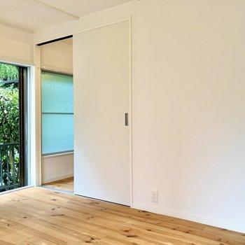 【LDK】白い壁にはドライフラワーなんかを吊るしても素敵だな。