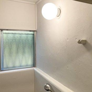 壁の白塗装も味があって素敵。