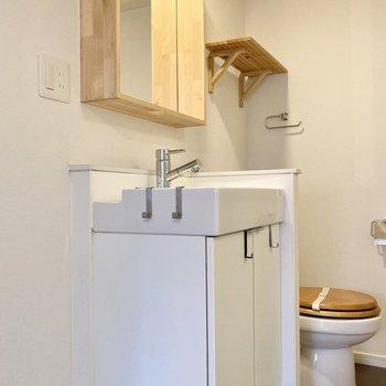 洗面台は鏡が大きくて身支度もしやすい。