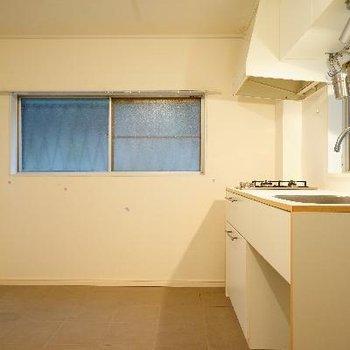 キッチンも2面採光!