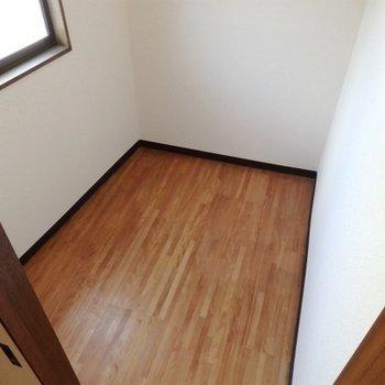 こちらは納戸というべきか部屋と言うべきか。