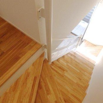 階段部分にも無垢を採用!
