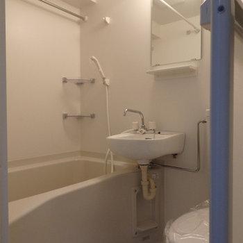 3点ユニットですが、浴室乾燥が付いています。