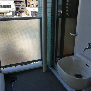 ベランダに水道付いているのって結構便利ですよね