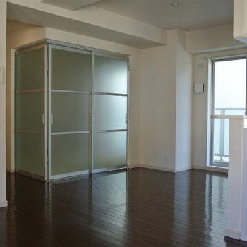 和室はこんな風にガラス戸で仕切ります