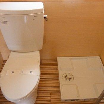トイレと洗濯機はとなりあわせです。※写真は別部屋
