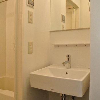 シンプルな洗面台※写真は前回掲載時のものです。