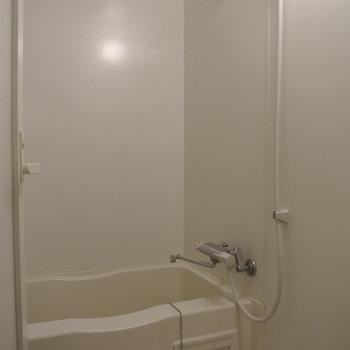 お風呂はちと手狭かな。。。※写真は前回掲載時のものです。