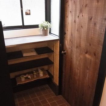 玄関部分。靴箱もあります