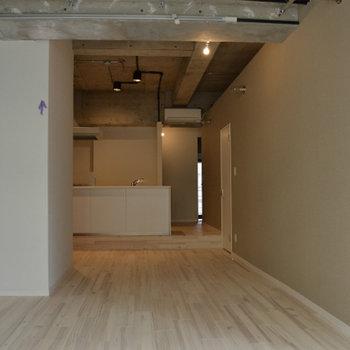 天井が高いので空間を作るのが楽しいです。