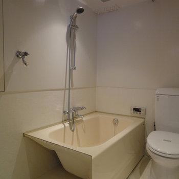 バスルームもシンプル※写真は別部屋