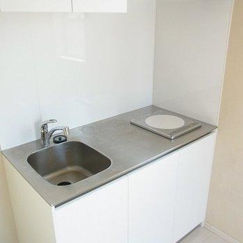 IHコンロ1口のコンパクトなキッチンです※写真は別部屋です。
