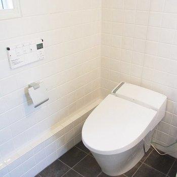 タンクレスのトイレ※写真は別部屋です