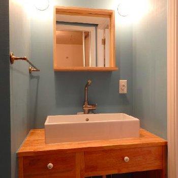 木調の可愛い造作の洗面台!