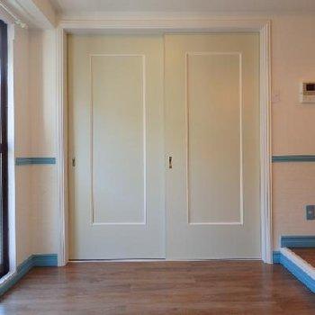白の扉も可愛いですね