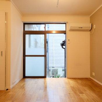 左手の扉は脱衣所に続いています。