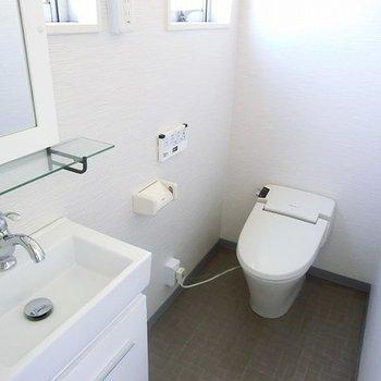 タンクレストイレです。