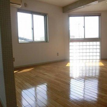 玄関側からの眺め。※写真は別部屋です