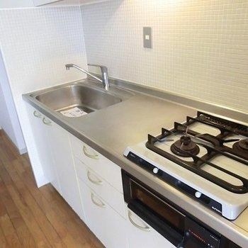 キッチンも広くて使いやすそう。※写真は別部屋です
