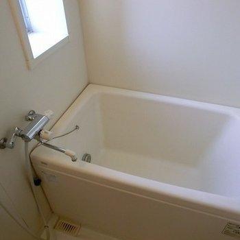 窓のあるお風呂。※写真は別部屋です