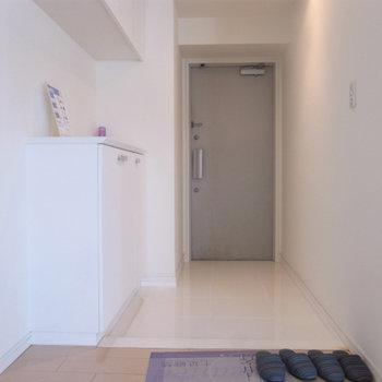 広い玄関。大きなシューズボックス付き。※写真は別部屋です。