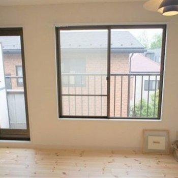 窓面が広いので、部屋が広く感じます