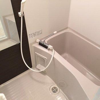 浴室乾燥機付き。大切なお洋服は部屋干しに!