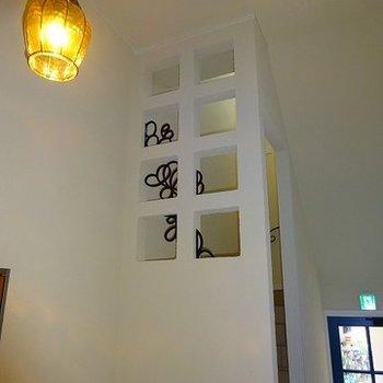 共有部の階段も統一感のある素敵な仕様