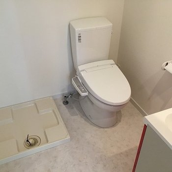 トイレは脱衣所に。だけどウォシュレット付き