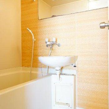 お風呂は木目シートで爽やかに!