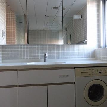 洗面台も大型タイプ※写真は別部屋です