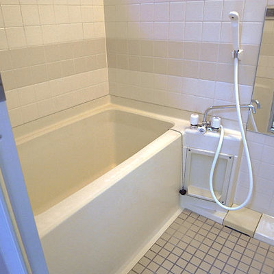 お風呂は結構普通なんですよ〜、残念。