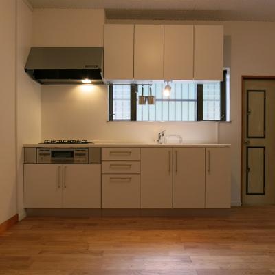キッチンをガス3口のシステムキッチンに変更!