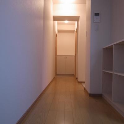 廊下にも収納できます