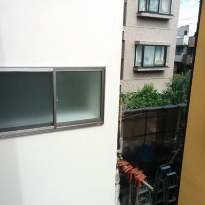 眺望は隣のビルですが