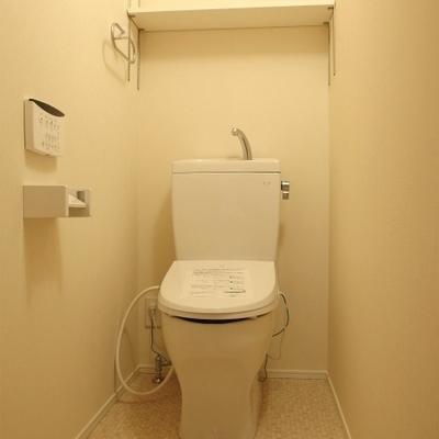 トイレはもちろんウォシュレット※写真は別部屋です