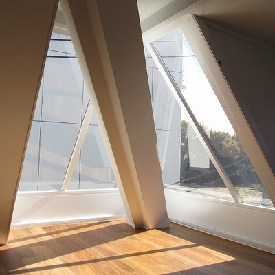 窓がすごく特徴的です。※写真は前回募集時のものです。