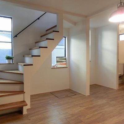 階段下にも床下収納があります。