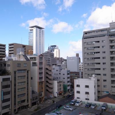 名古屋の中心ですからビルビルビル※写真は別部屋です!