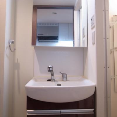 独立洗面台はうれしい※写真は別部屋です!