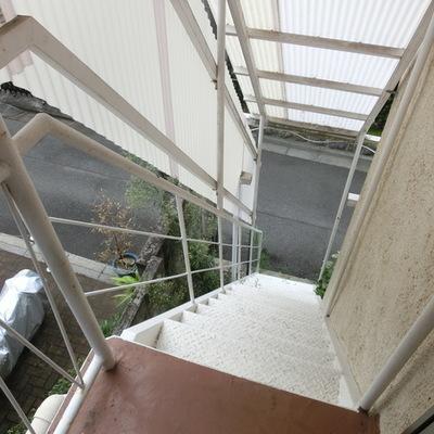 この階段でお部屋へ