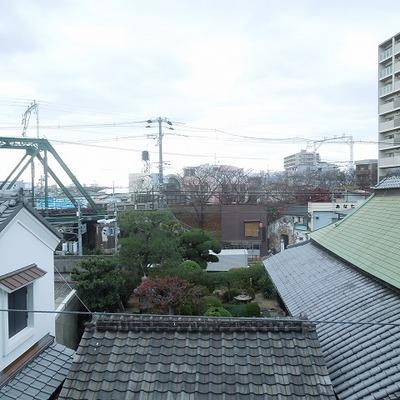 ベランダから阪神電車が見えます