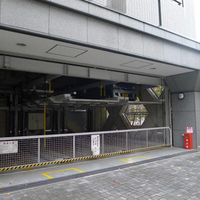 1階部分には駐車場があります。