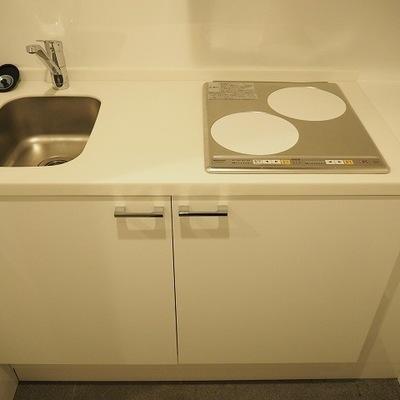 キッチンは2口のIHコンロです。