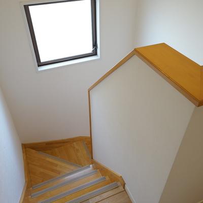 階段を上がって2階へ!