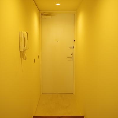センサーライトで明るい玄関