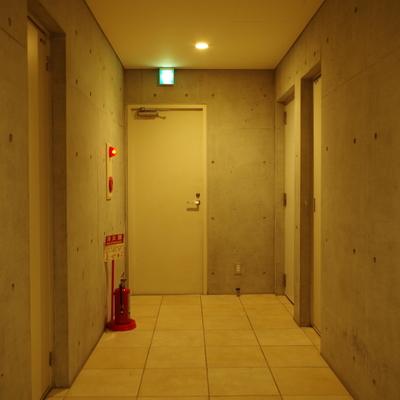 エレベータを降りてすぐの光景